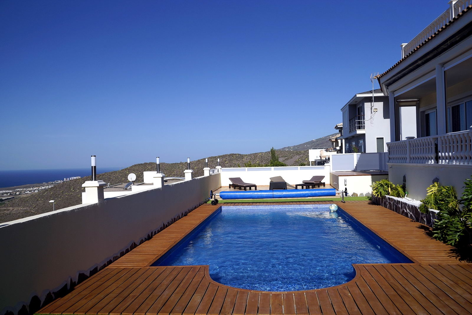 Properties for Sale in Tenerife, Canary Islands, Spain | SylkWayStar Real Estate. Villa 4 bedrooms Roque del Conde