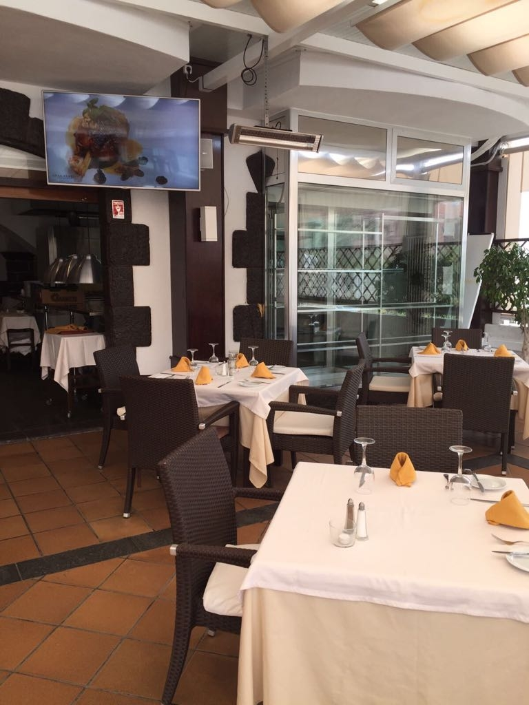 Properties for Sale in Tenerife, Canary Islands, Spain | SylkWayStar Real Estate. Traspaso restaurant on the 2nd line of the beach of Fanabe. Image-22039