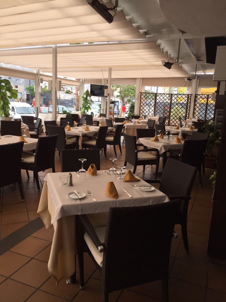 Properties for Sale in Tenerife, Canary Islands, Spain | SylkWayStar Real Estate. Traspaso restaurant on the 2nd line of the beach of Fanabe. Image-22040