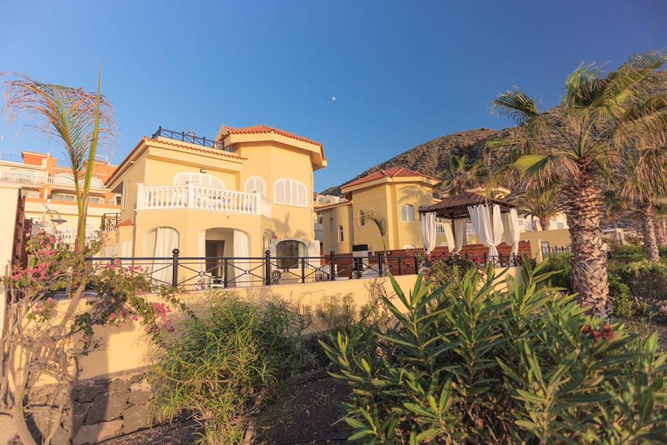 Properties for Sale in Tenerife, Canary Islands, Spain | TENERPROPERTY Real Estate. Unique 5 bed villa on the first line - Los Cristianos. Image-21357
