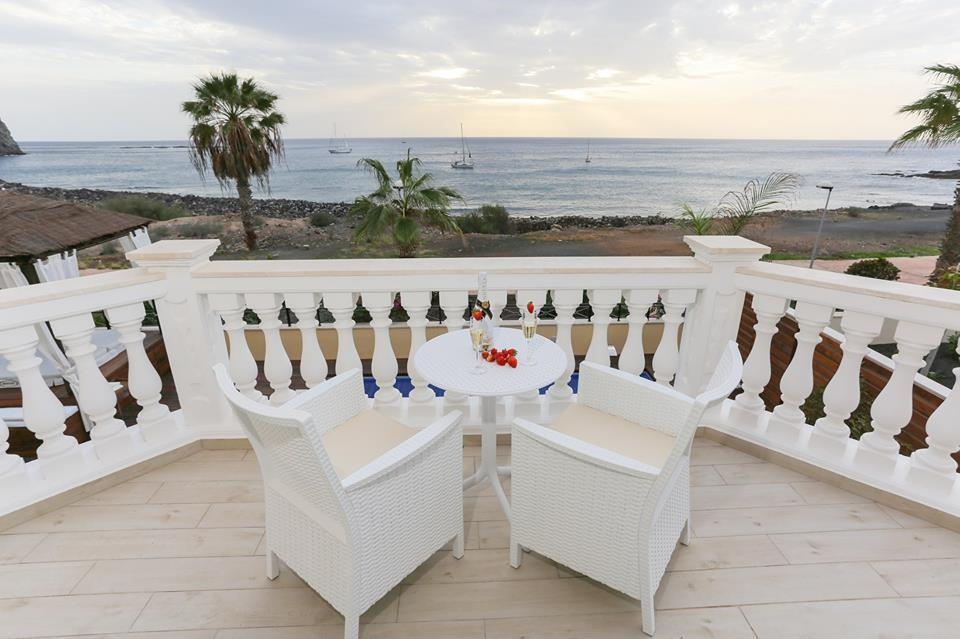 Properties for Sale in Tenerife, Canary Islands, Spain | TENERPROPERTY Real Estate. Unique 5 bed villa on the first line - Los Cristianos. Image-21375