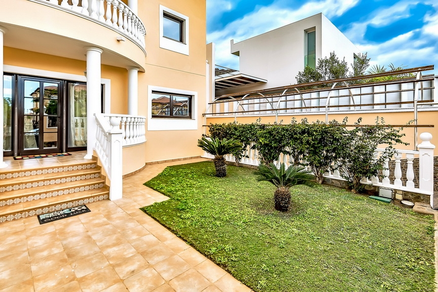 Properties for Sale in Tenerife, Canary Islands, Spain | SylkWayStar Real Estate. Luxury villa in the fashionable area of the south of the island of Tenerife – Madroñal. Image-22859
