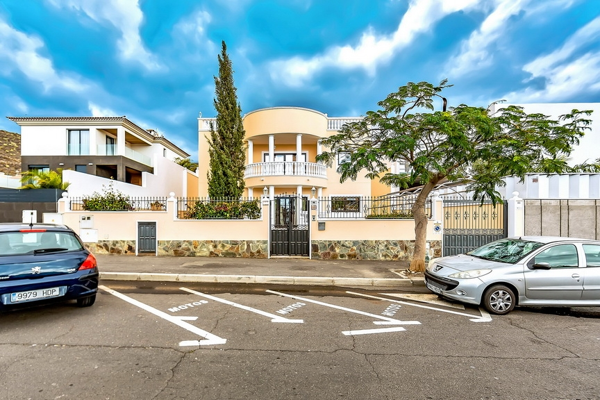 Properties for Sale in Tenerife, Canary Islands, Spain | SylkWayStar Real Estate. Luxury villa in the fashionable area of the south of the island of Tenerife – Madroñal. Image-22927