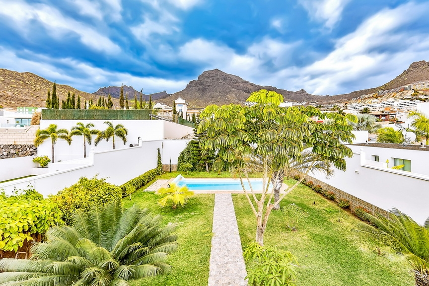Properties for Sale in Tenerife, Canary Islands, Spain | SylkWayStar Real Estate. Luxury villa in the fashionable area of the south of the island of Tenerife – Madroñal. Image-22925