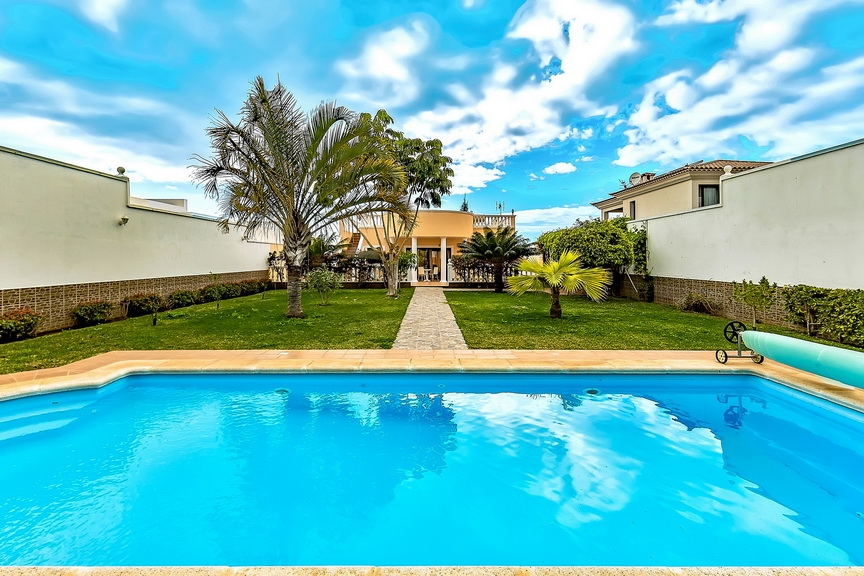 Properties for Sale in Tenerife, Canary Islands, Spain | SylkWayStar Real Estate. Luxury villa in the fashionable area of the south of the island of Tenerife – Madroñal. Image-22857
