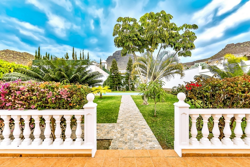 Properties for Sale in Tenerife, Canary Islands, Spain | SylkWayStar Real Estate. Luxury villa in the fashionable area of the south of the island of Tenerife – Madroñal. Image-22893