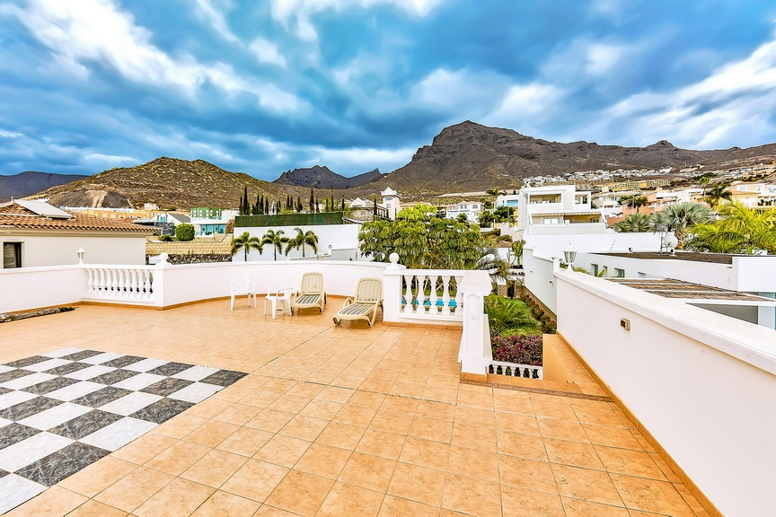 Properties for Sale in Tenerife, Canary Islands, Spain | SylkWayStar Real Estate. Luxury villa in the fashionable area of the south of the island of Tenerife – Madroñal. Image-22924