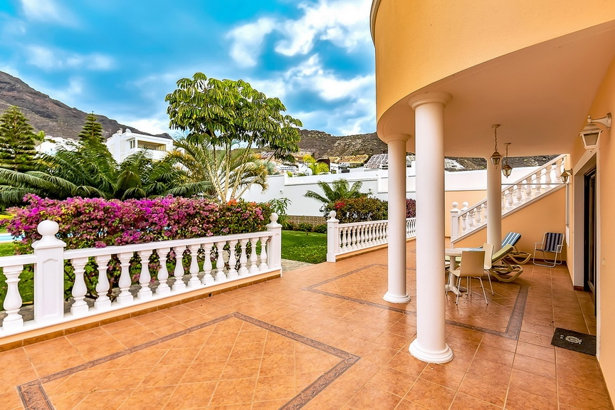 Properties for Sale in Tenerife, Canary Islands, Spain | SylkWayStar Real Estate. Luxury villa in the fashionable area of the south of the island of Tenerife – Madroñal. Image-22895