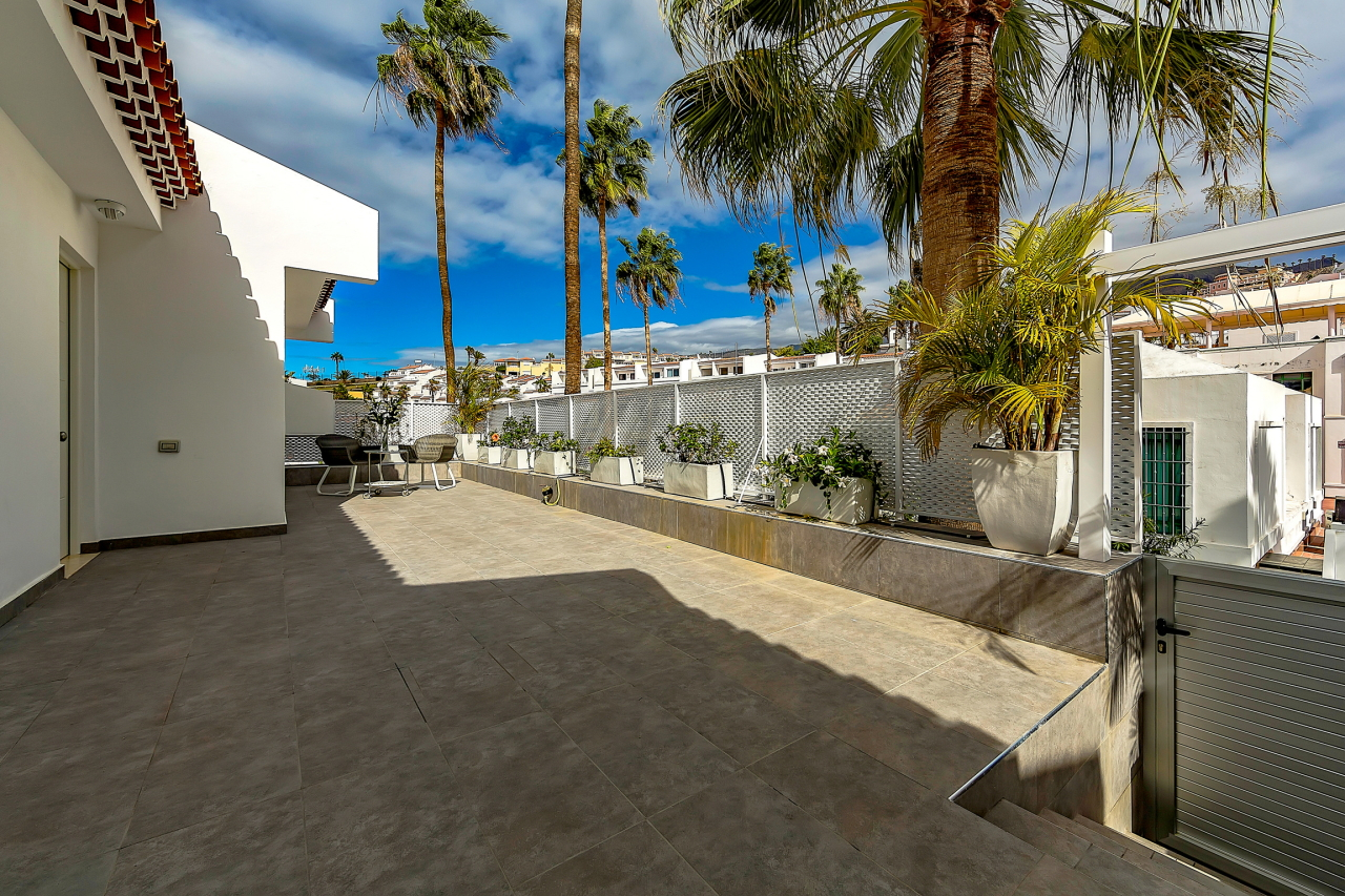 Properties for Sale in Tenerife, Canary Islands, Spain | SylkWayStar Real Estate. Apartment 5 bedrooms Island Village. Image-25430