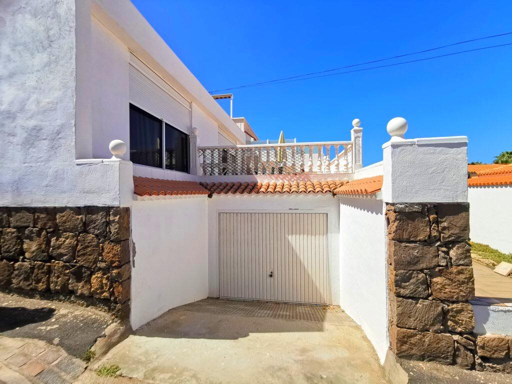 Properties for Sale in Tenerife, Canary Islands, Spain | TENERPROPERTY Real Estate. 3 Bedrooms Semidetached Bungalow in Pal Mar, Arona. Image-26533